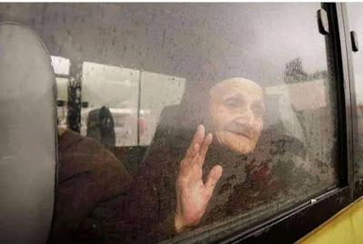 Τι να έχει στο νου της η γριά Αρμένισσα, βλέποντας τις στερνές εικόνες του τόπου της; - Φωτογραφία 1