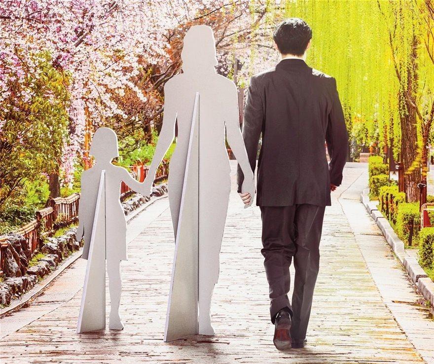 Μόνοι στην καραντίνα; Νοικιάστε πατέρα, σύντροφο ή και ολόκληρη οικογένεια! - Φωτογραφία 2