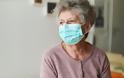 Αν είσαι ηλικιωμένος με αυτό το περίεργο σύμπτωμα πολύ πιθανό ο κοροναϊός να σε στείλει στο νοσοκομείο