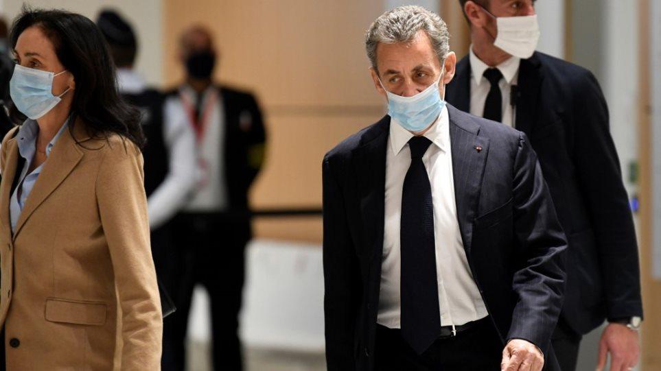 Στο εδώλιο ο Νικολά Σαρκοζί για διαφθορά - Φωτογραφία 1