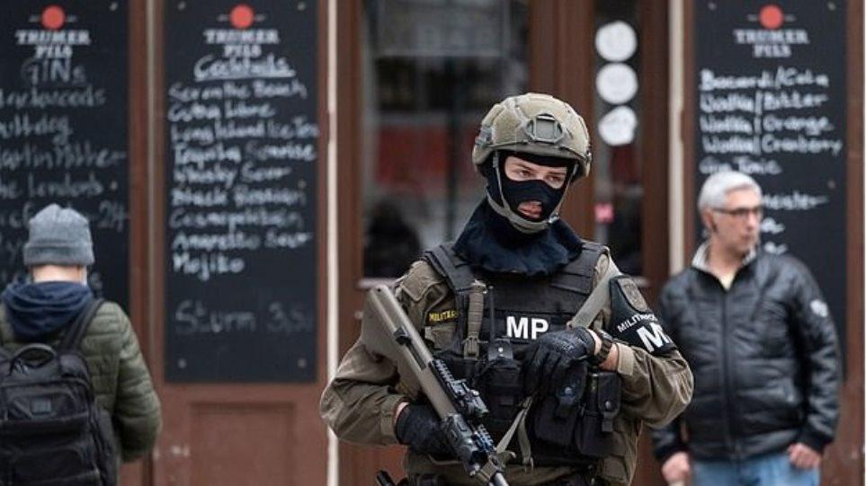 Ισλαμικό Κράτος «σχεδιάζει τρομοκρατικές επιθέσεις την περίοδο των εορτών» προειδοποιεί πρώην πράκτορας της ΜΙ6 - Φωτογραφία 1