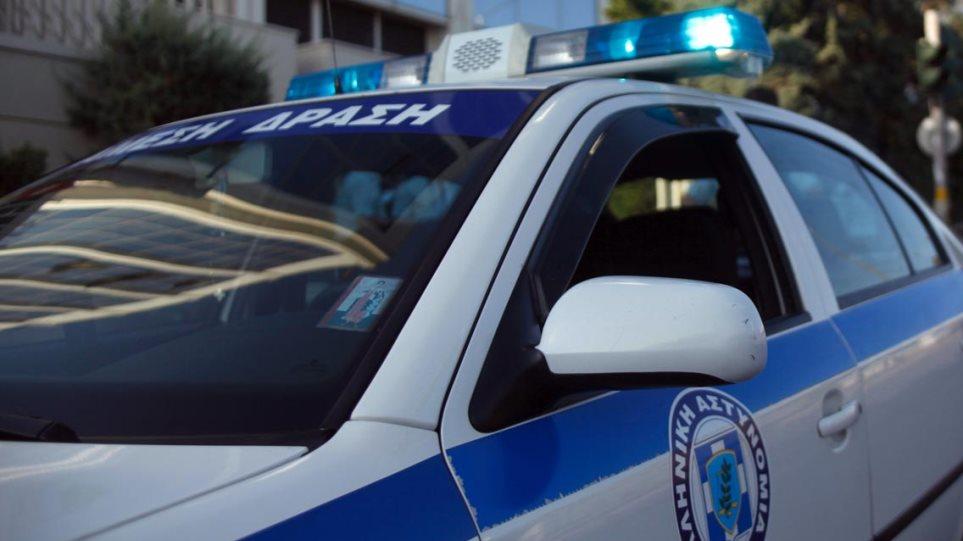 Μενίδι: Σφαίρα καρφώθηκε σε ταξί - Φωτογραφία 1