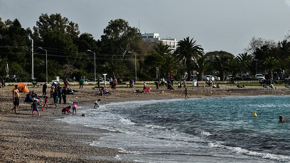 Καβούρι- Βουλιαγμένη: Ποιο lockdown; - Χαμός στις παραλίες  Fotos - Φωτογραφία 1