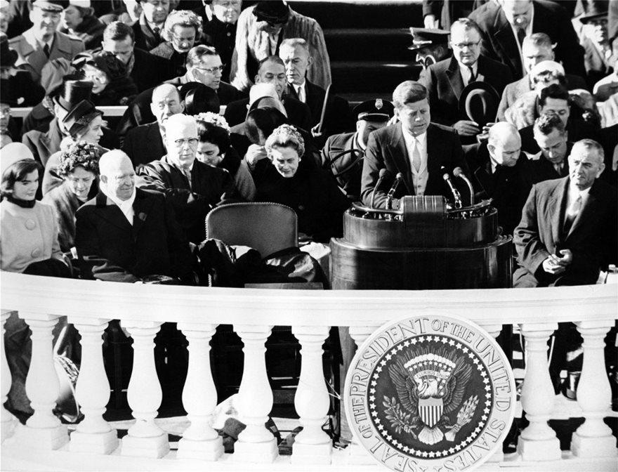 ΗΠΑ: Οι πιο... επεισοδιακές ορκωμοσίες Αμερικανών προέδρων και οι φράσεις που έμειναν στην ιστορία - Φωτογραφία 4