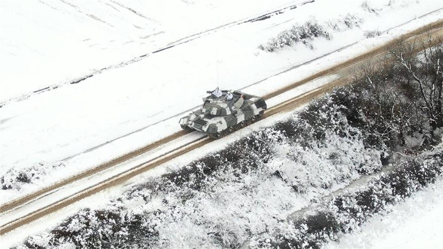 Εντυπωσιακές εικόνες από την εκπαίδευση του Δ΄ Σώματος Στρατού στο χιόνι  Fotos - Φωτογραφία 13