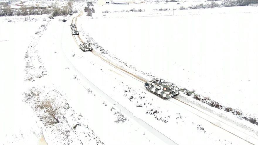 Εντυπωσιακές εικόνες από την εκπαίδευση του Δ΄ Σώματος Στρατού στο χιόνι  Fotos - Φωτογραφία 2