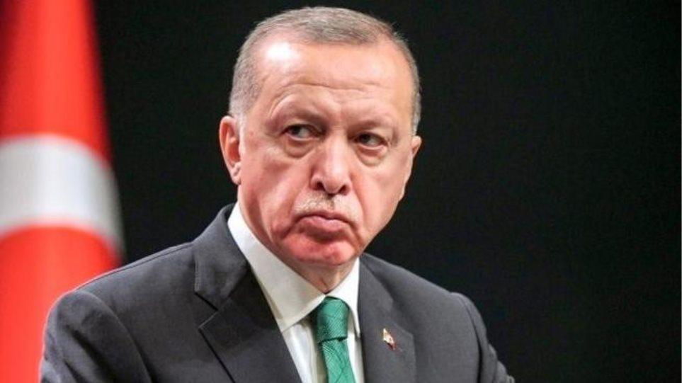 Χαιρέτησε με «ραμπιά» ο Ερντογάν στην Κομοτηνή -Τι