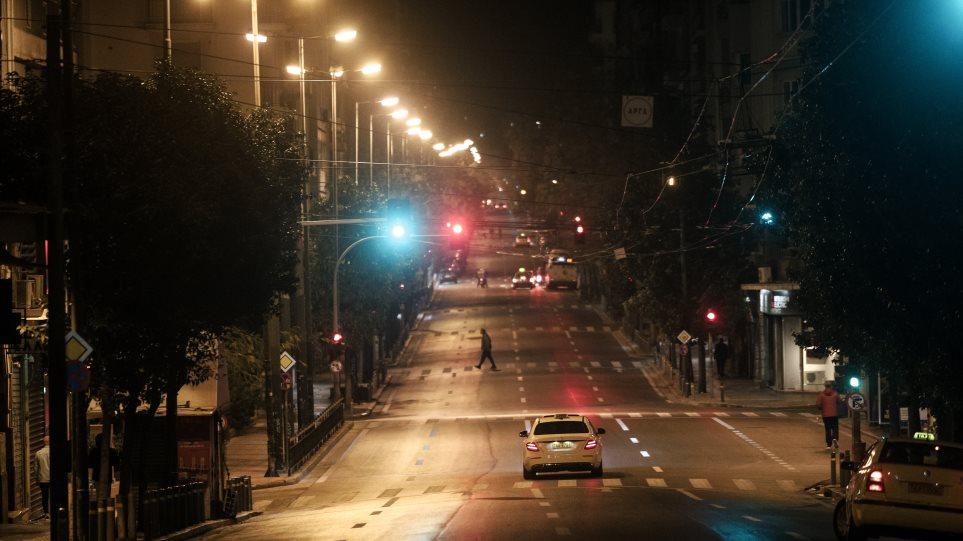 Lockdown: Ερήμωσαν Αθήνα και Θεσσαλονίκη - Σε ισχύ η απαγόρευση κυκλοφορίας με αυστηρούς ελέγχους - Φωτογραφία 1