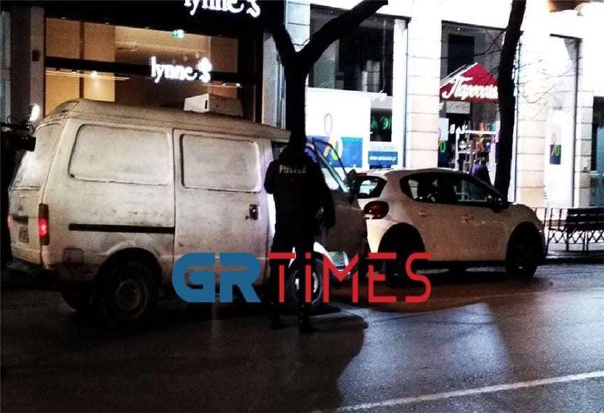 Lockdown: Ερήμωσαν Αθήνα και Θεσσαλονίκη - Σε ισχύ η απαγόρευση κυκλοφορίας με αυστηρούς ελέγχους - Φωτογραφία 5