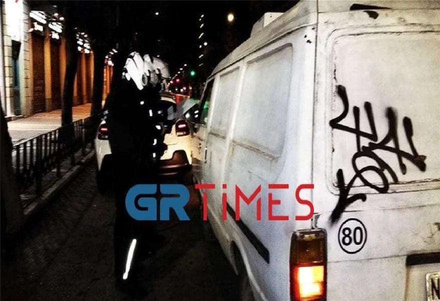 Lockdown: Ερήμωσαν Αθήνα και Θεσσαλονίκη - Σε ισχύ η απαγόρευση κυκλοφορίας με αυστηρούς ελέγχους - Φωτογραφία 6