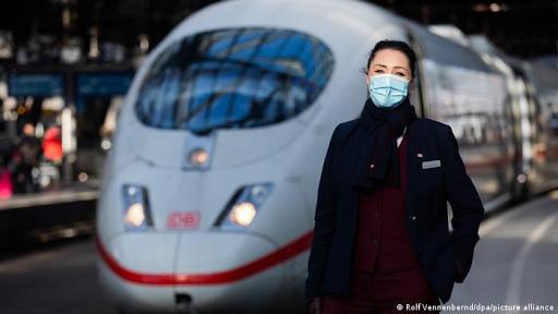 Πρώην αεροσυνοδοί βρίσκουν δουλειά στα τρένα - Φωτογραφία 1