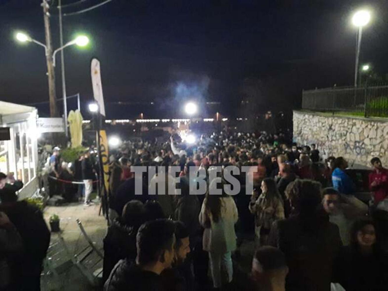 Πάτρα-TΩΡΑ- ΒΙΝΤΕΟ: Εικόνες σε Αγίου Νικολάου και Κάστρο που θυμίζουν τρελό πάρτι στο τέλος καρναβαλικής παρέλασης - Φωτογραφία 1