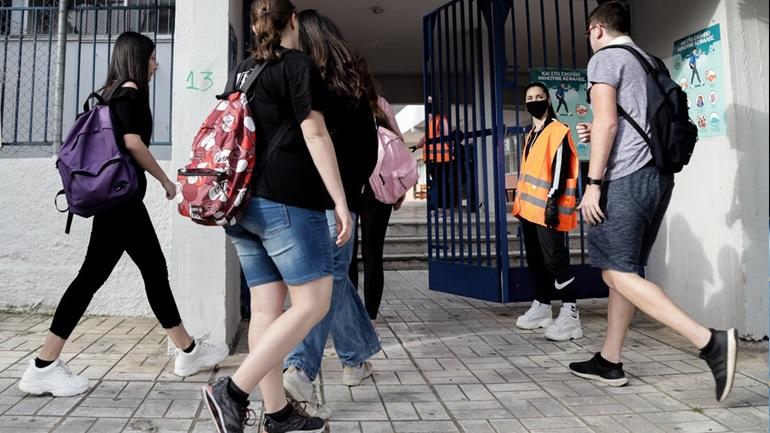 Επιστροφή στα θρανία για τους μαθητές Λυκείου. 408 βρέθηκαν θετικοί - Φωτογραφία 1
