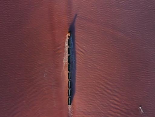 Ένα τρένο διασχίζει τη λίμνη! Οφθαλμαπάτη ή αλήθεια; Η λίμνη της Σιβηρίας που αλλάζει χρώμα το καλοκαίρι και φιλοξενεί τη γαρίδα με τα 3 μάτια... - Φωτογραφία 2