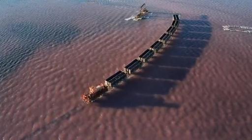 Ένα τρένο διασχίζει τη λίμνη! Οφθαλμαπάτη ή αλήθεια; Η λίμνη της Σιβηρίας που αλλάζει χρώμα το καλοκαίρι και φιλοξενεί τη γαρίδα με τα 3 μάτια... - Φωτογραφία 3