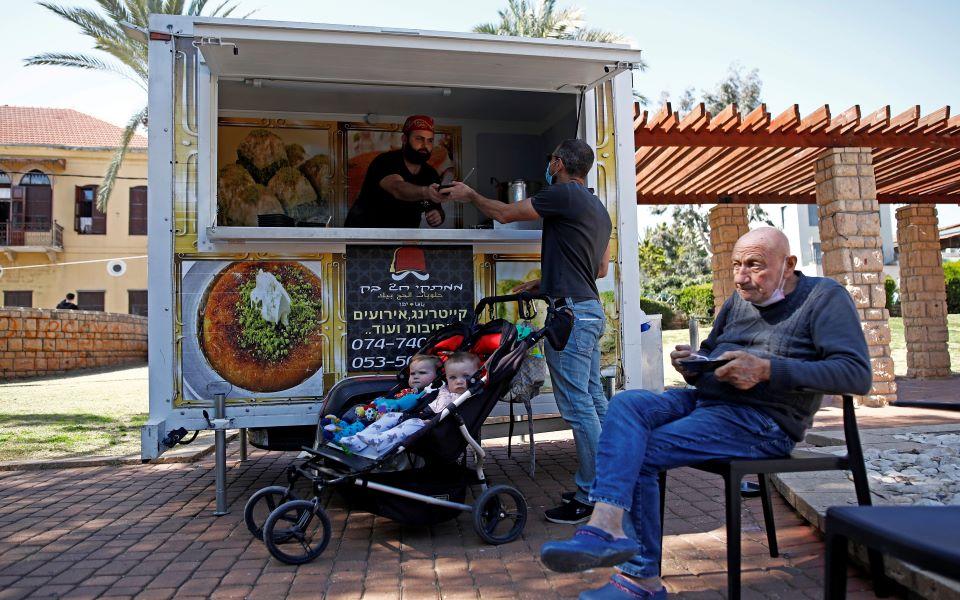 Ισραήλ: Τέλος στη χρήση μάσκας στους εξωτερικούς χώρους - Φωτογραφία 1