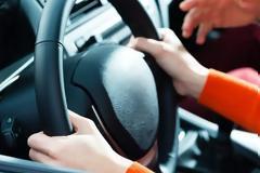 Σχολές οδηγών: Ανοίγουν με self test σε δασκάλους, εξεταστές και εξεταζόμενους