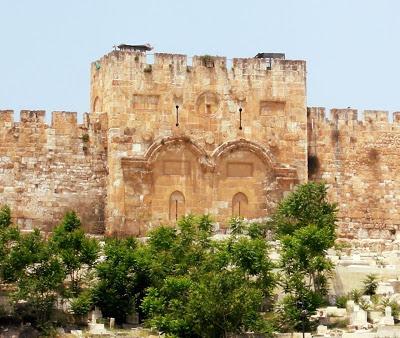 H Χρυσή Πύλη-Από αυτή πέρασε ο Χριστός πάνω στο γαϊδουράκι κατά την είσοδό του στα Ιεροσόλυμα - Φωτογραφία 1