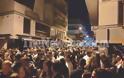 Βόλος: Κουβάδες με νερό από τα μπαλκόνια σε νεαρούς που έκαναν κορονοπάρτι για να φύγουν