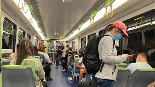 Εκνευρισμός, ανησυχία και… περίεργα βλέμματα στα τρένα και τα τραμ - Φωτογραφία 1