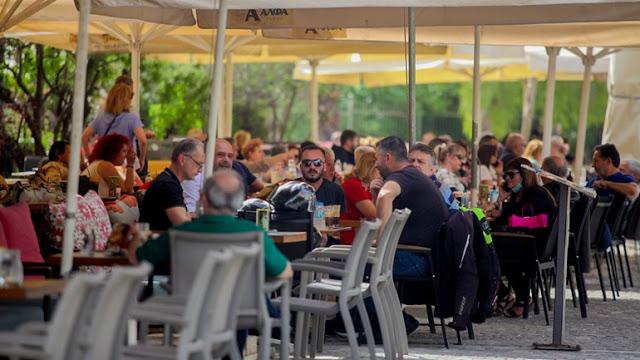 Γέμισαν με κόσμο οι καφετέριες στις πόλεις - Φωτογραφία 1