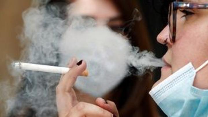 Το παθητικό κάπνισμα φαίνεται να αυξάνει τον κίνδυνο καρκίνου του στόματος - Φωτογραφία 1