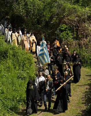 Μωυσής Μοναχός Αγιορείτης (†) - Μια λιτανεία τελείωσε. Μια λιτανεία άρχισε. Μια λιτανεία συνεχίζεται … - Φωτογραφία 1