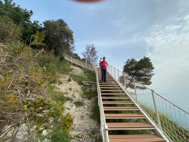 Η νέα πρόσβαση για την πρώτη παραλία της δυτικής Λευκάδας. Εγκρεμνοί. - Φωτογραφία 2