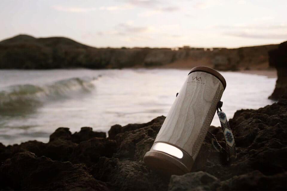 WaterLight η φορητή λάμπα που χρησιμοποιεί αλμυρό νερό για επαναφόρτιση - Φωτογραφία 1