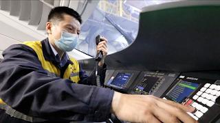 Πώς οι «γιατροί» των τρένων της Κίνας διασφαλίζουν την ασφάλεια των ταξιδιών. Βίντεο. - Φωτογραφία 1