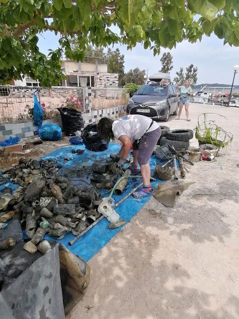 """Καθαρισμός στο  λιμάνι του αγίου Δημητρίου  της Βόνιτσας  από την εθελοντική ομάδα """"Beach Cleaning - Φωτογραφία 1"""