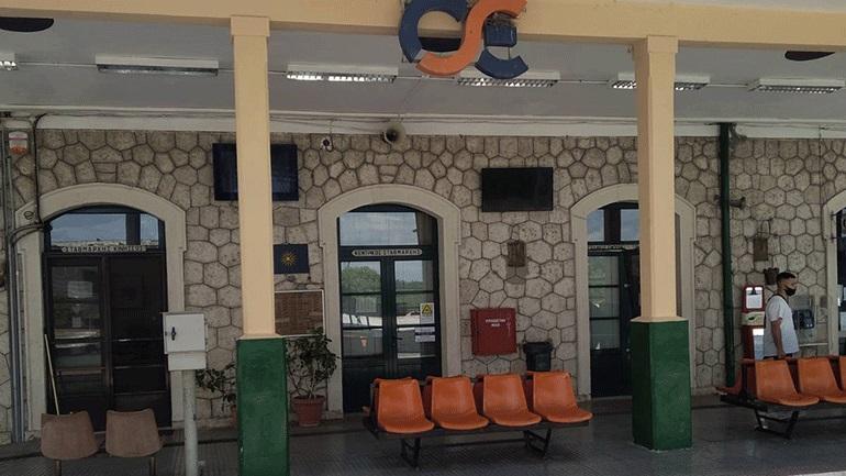 Ένας πέτρινος σταυρός στον σιδηροδρομικό σταθμό στο Πλατύ αφηγείται μια άγνωστη πτυχή της ιστορίας. - Φωτογραφία 1