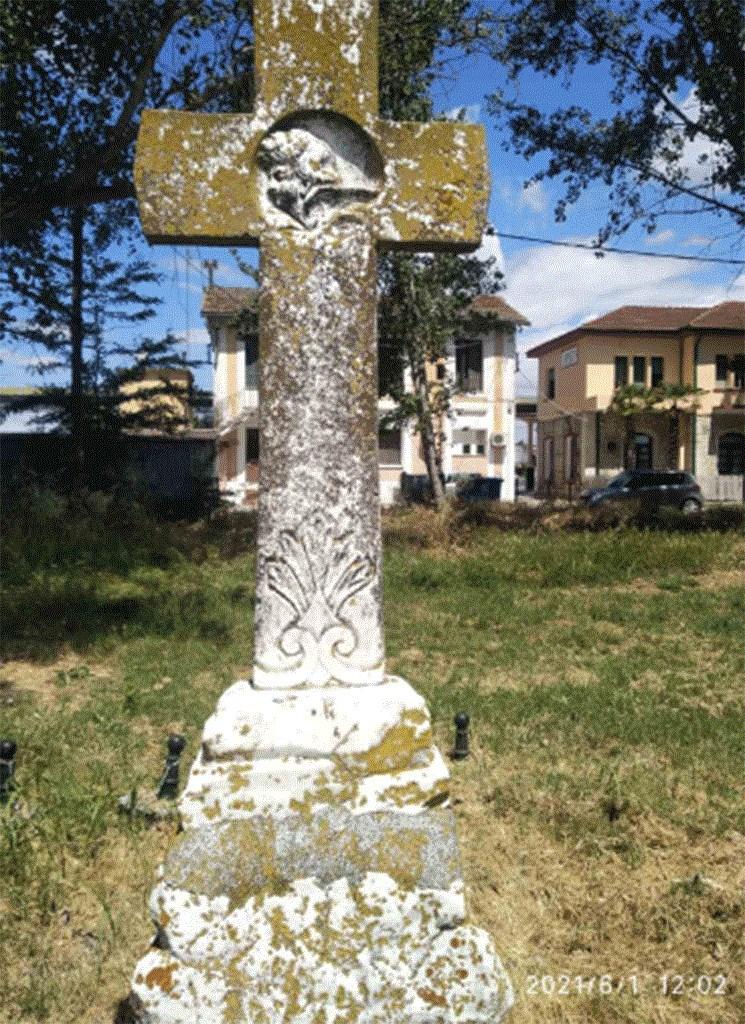 Ένας πέτρινος σταυρός στον σιδηροδρομικό σταθμό στο Πλατύ αφηγείται μια άγνωστη πτυχή της ιστορίας. - Φωτογραφία 3