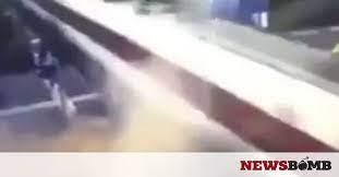 Βρετανία: Αυτοκίνητο έπεσε επάνω σε τρένο που έτρεχε με 200χλμ./ώρα. - Φωτογραφία 1
