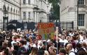 Βρετανία: Χορευτική διαδήλωση στο Λονδίνο για την επαναλειτουργία των νυχτερινών κέντρων