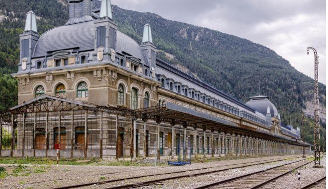 Ισπανία: Ιστορικός σιδηροδρομικός σταθμός ξαναζωντανεύει ως ξενοδοχείο. - Φωτογραφία 1