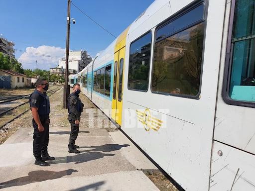 Πάτρα: Αστυνομικός έλεγχος στον Προαστιακό- Δεν είχαν μάσκα κι έχασαν το μπάνιο τους. - Φωτογραφία 1