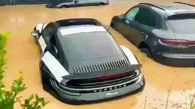 Καταστροφή σε αντιπροσωπεία της Porsche στη Γερμανία - Φωτογραφία 1