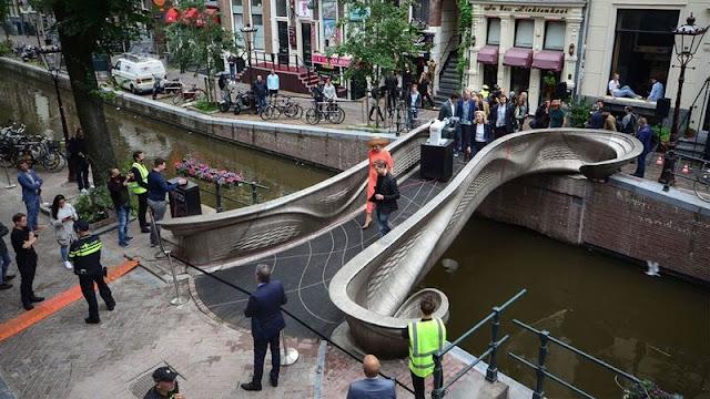 Η πρώτη ατσάλινη 3D-printed γέφυρα του κόσμου στο Άμστερνταμ - Φωτογραφία 1