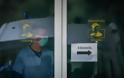 ΠΟΕΔΗΝ: Περίπου 500 ανεμβολίαστοι υγειονομικοί συνεχίζουν να εργάζονται