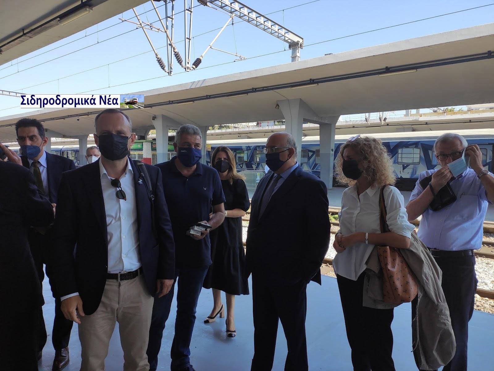 Σιδηροδρομικό σταθμός Θεσσαλονίκης: Τα πηγαδάκια πριν την άφιξη Connecting Europe Express. - Φωτογραφία 1