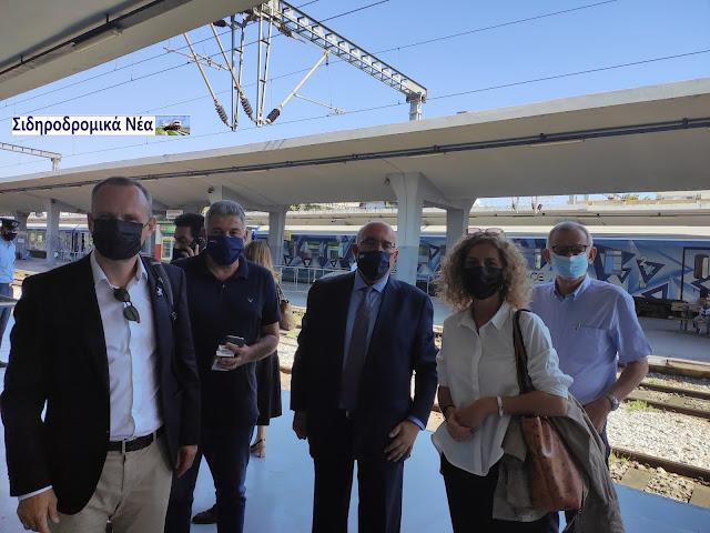 Σιδηροδρομικό σταθμός Θεσσαλονίκης: Τα πηγαδάκια πριν την άφιξη Connecting Europe Express. - Φωτογραφία 2