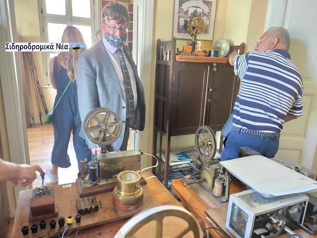 Εικόνες από την επίσκεψη των επισήμων του Connecting Europe Express στο σιδηροδρομικό μουσείο Θεσσαλονίκης. - Φωτογραφία 7