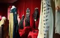 53 μοναδικά κοστούμια στο φως,  στο Μετρό του Συντάγματος - Φωτογραφία 2