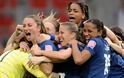 ΔΕΙΤΕ: Όταν το ποδόσφαιρο γίνεται γυναικεία υπόθεση - Φωτογραφία 11