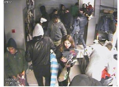 Ταυτοποιήθηκαν είκοσι οχτώ (28) άτομα ανάμεσα τους και 6 αλλοδαποί ..από τις λεηλασίες και τους εμπρησμούς στο κέντρο της Αθήνας.. - Φωτογραφία 1