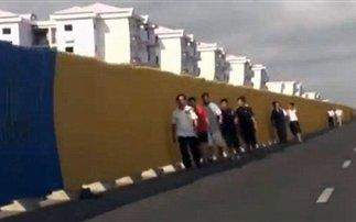 Έχτισαν ολόκληρη πόλη αλλά οι πολίτες δεν έχουν λεφτά για να μείνουν εκεί! - Φωτογραφία 1