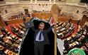 Κατάπτυστος Τραγάκης ! Διόρισε στο γραφείο του στη βουλή το σόι του (ουστ ρε κοντοπίθαρε, έρχεται η ώρα που θα σε κοντύνει και άλλο η οργή του Λαού !)
