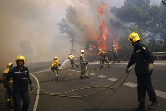 Βιβλική καταστροφή στην Ισπανία: Ένας νεκρός από τη φωτιά - Χιλιάδες εγκαταλείπουν τα σπίτια τους!!! - Φωτογραφία 1