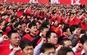 Τους εξαναγκάζουν να ορκίζονται πίστη στο Κομμουνιστικό κόμμα…